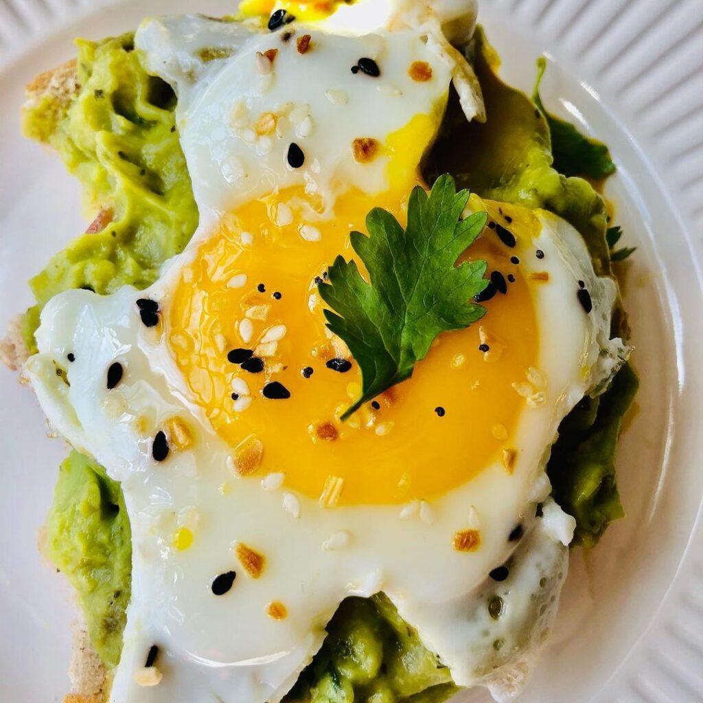 guacamole y huevo frito